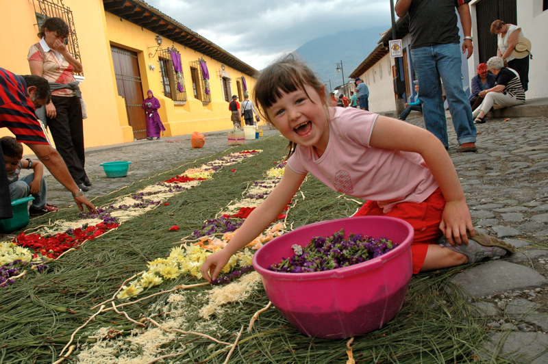05 Smiling Girl Making Alfombra