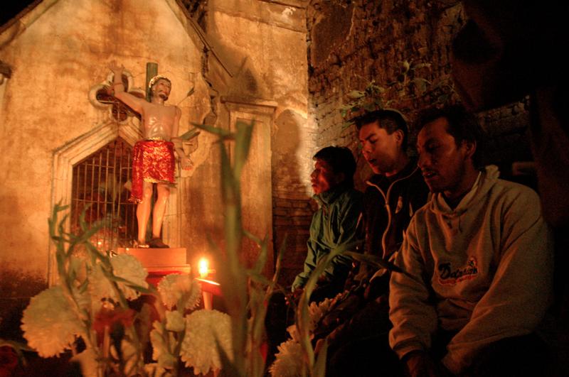 10 Praying at Xoxo