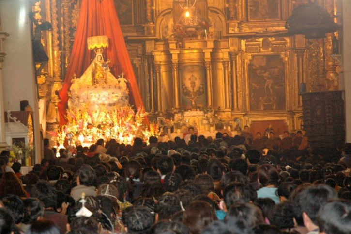 Peru VDC Adorando la Mamacha Carmen